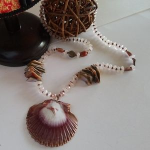 Jewelry - Gorgeous Statement Rose Quartz Seashell Necklace